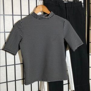 Divided striped top. Size M